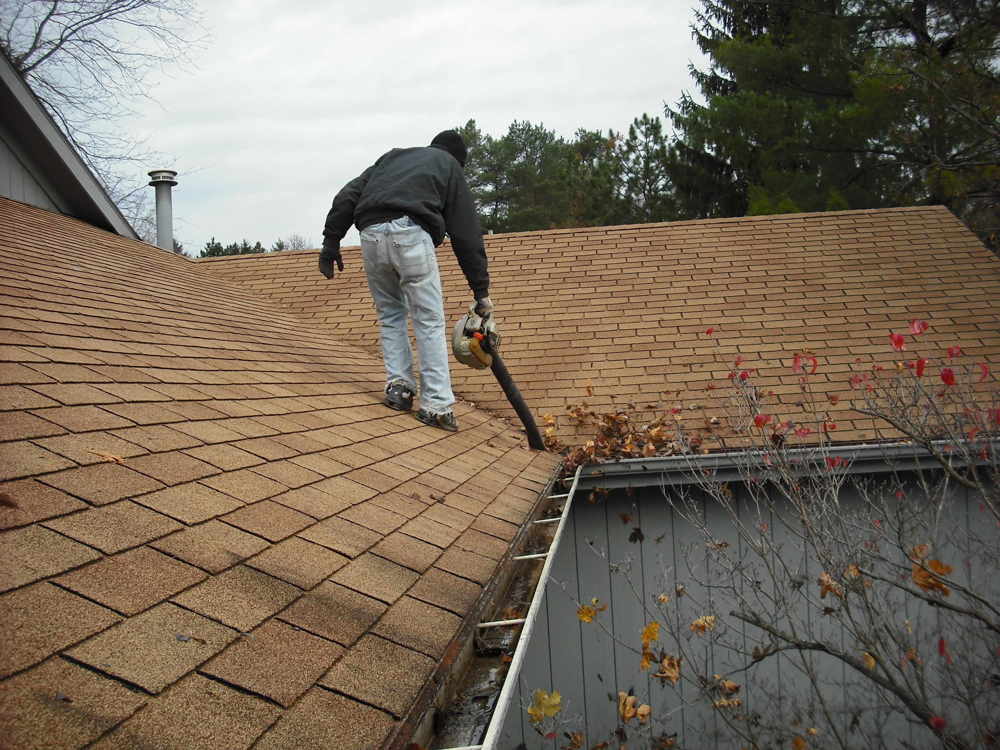 Protect Your Home with Help from an Expert Gutter Cleaning Service